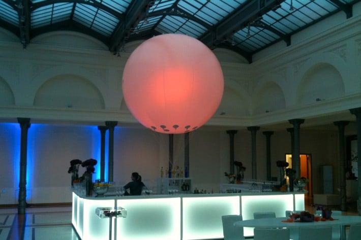 XXL Leuchtballon als Hotspot