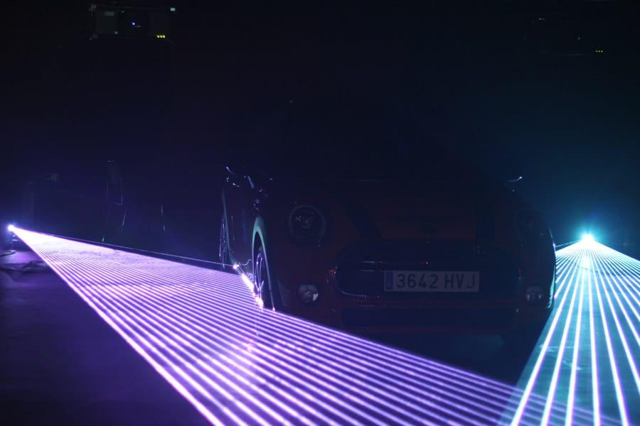 laserfaecher-fuer-fahrzeugpraesentation