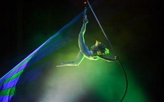 Lasershow bei Seilakrobatik