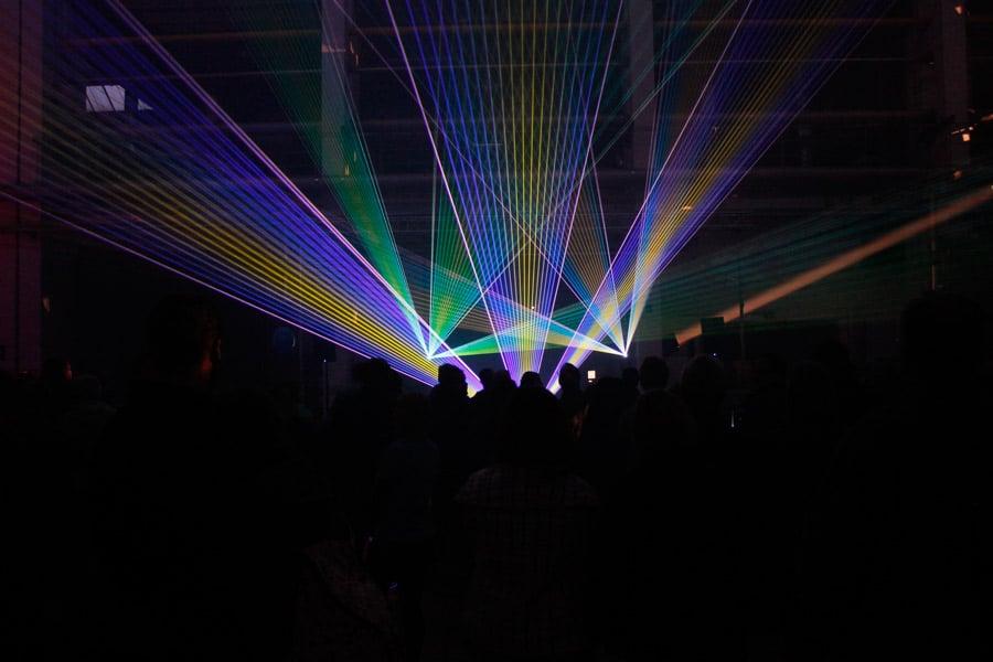 lasershow-indoor-zur-praesentation-eines-schiffsdiesels-2