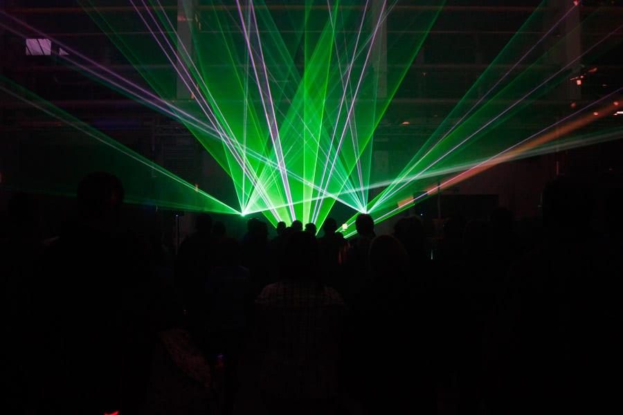 lasershow-indoor-zur-praesentation-eines-schiffsdiesels-3