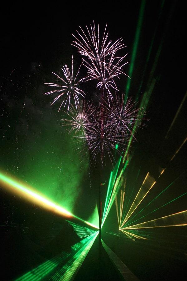 lasershow-zum-feuerwerk-2