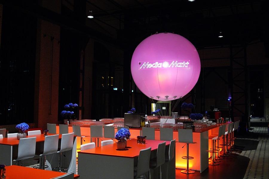 Leuchtballon mit Laserprojektionen