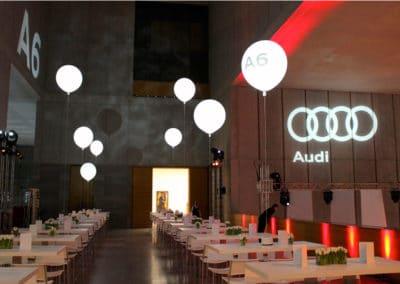 Leuchtballons zur Tischdekoration