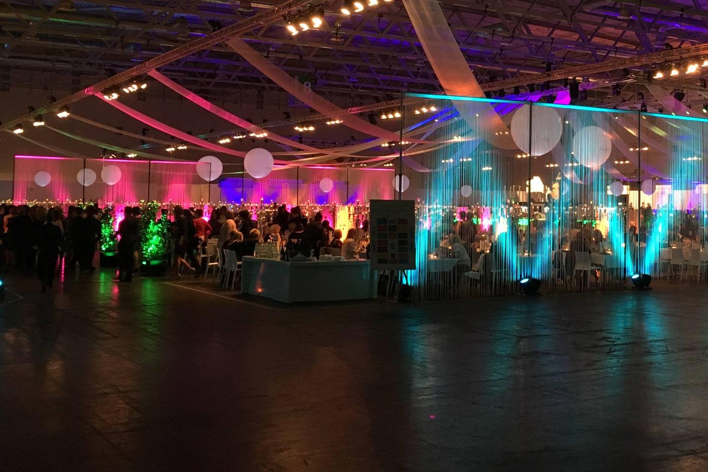 Leuchtballons zur Dekoration auf Indoor Event
